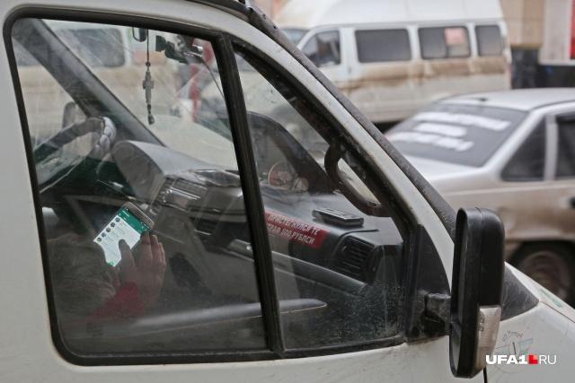 На так называемых отстойниках водители развлекают себя чем могут