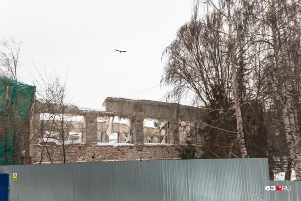 Спасти от обрушения уникальное здание в центре Самары власти пытаются через сотрудничество с Третьяковкой
