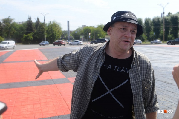 Евгений Фатеев, как только узнал о том, что происходит на площади, сразу приехал