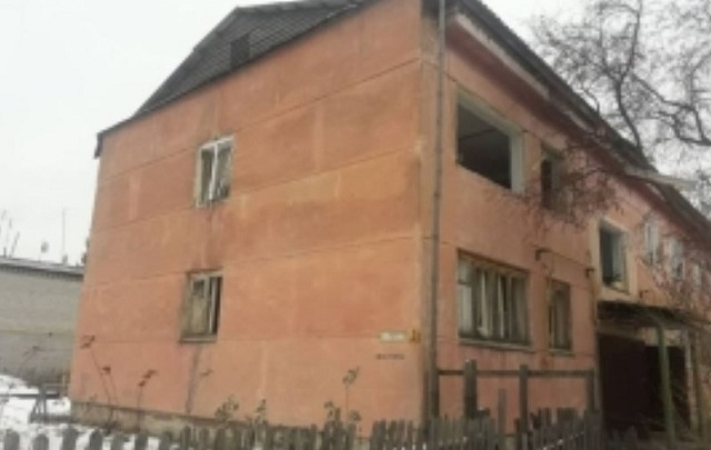 В двухэтажном доме в Курганской области от хлопка вылетели стекла