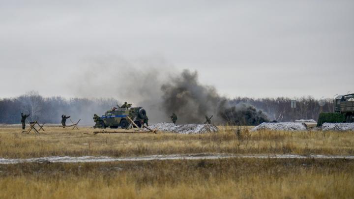Стреляли с броневика и выслеживали врага с воздуха: под Самарой прошли сборы военной полиции