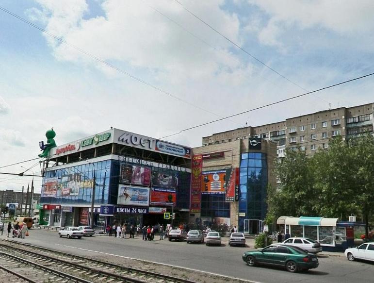 Мужчина напугал посетителей магнитогорского ТК «Мост-1» на улицеЗавенягина, 10а