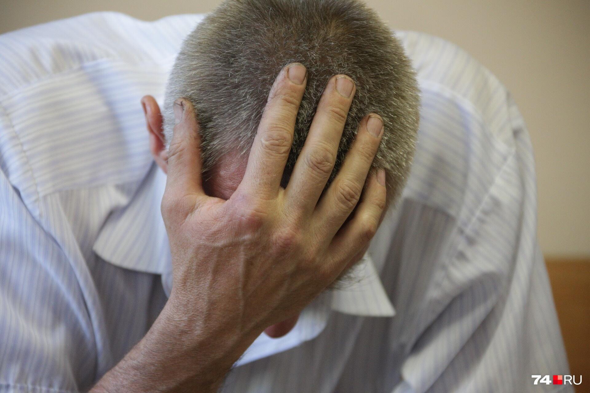 Мужчина не может сдержать слёз, вспоминая, как умерла его дочь