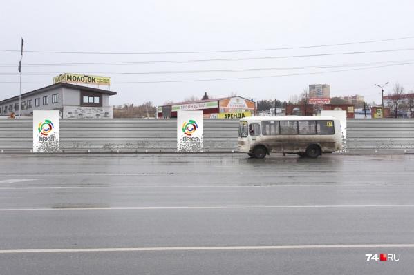 На Братьев Кашириных начали заливать фундамент под декоративный забор. Вот так он будет выглядеть, согласно проекту
