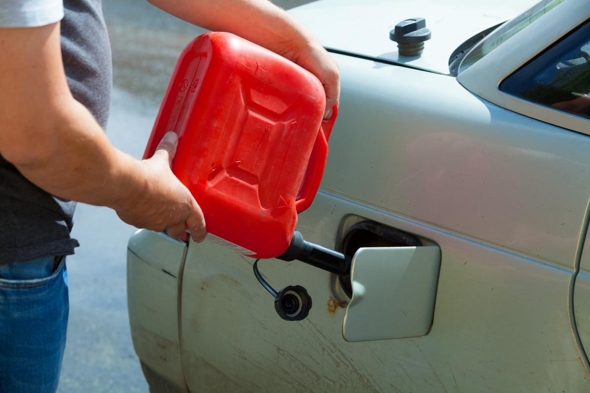 Заправляя бак объёмом 50 литров, вы оплачиваете более 300 акцизных рублей