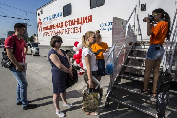74 новосибирца собрались на пл. Ленина ради того, чтобы сдать кровь