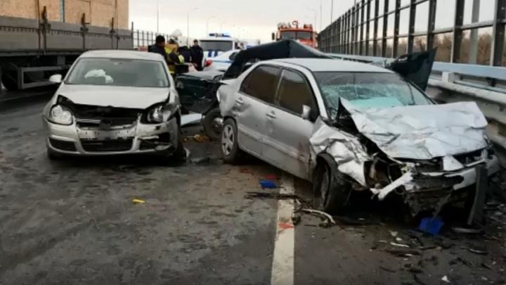 Ехали на летней резине. Два человека погибли в утренней аварии на мосту через Ахтубу