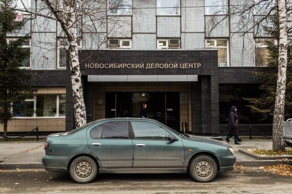 Инвестиционный клуб «Атлант» находится в здании Новосибирского делового центра, но по указанному адресу, как рассказали корреспондентам НГС на вахте БЦ, работники этой фирмы бывают очень редко