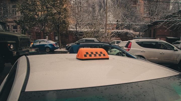 В Ростове из-за снегопада в два раза выросли цены на такси