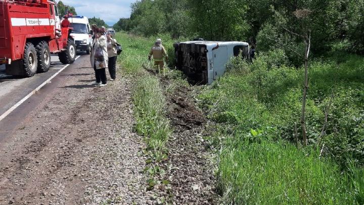 На трассе в Прикамье опрокинулся рейсовый автобус: пострадали два человека