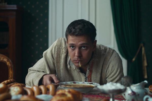Кадр из фильма «Холоп», в котором над главным героем проводится психологический эксперимент