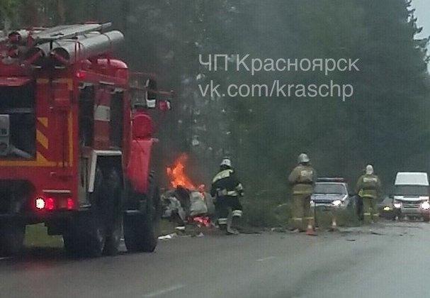 Водитель опрокинувшегося авто сгорел на месте