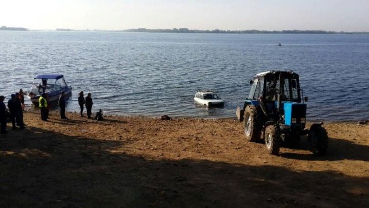 В Самарской области рыбак утонул за рулем внедорожника