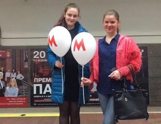 В новосибирском метро детям дарят воздушные шары
