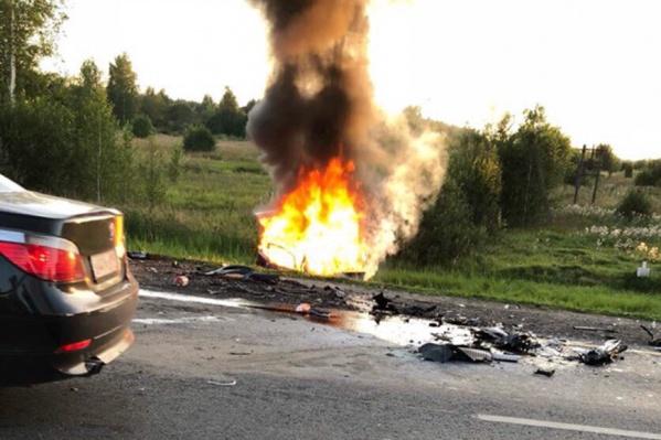 Одна из машин загорелась