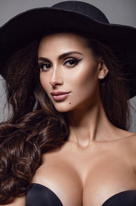 Вице-мисс Екатеринбург пробилась в топ-12 конкурса сексуальных красоток Playboy