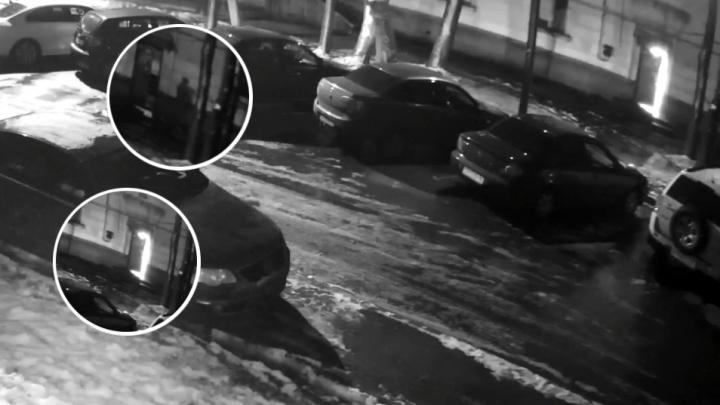 Подъезд вспыхнул за 30 секунд: появилось видео, как начался пожар в доме на Зелинского