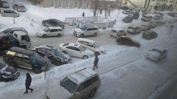 Улицу в центре раскопали на 10 дней из-за аварии на теплотрассе