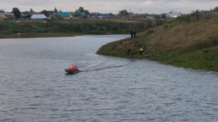 Прочесывают озеро с тепловизором: пропавшего в Башкирии малыша ищут 50 волонтеров
