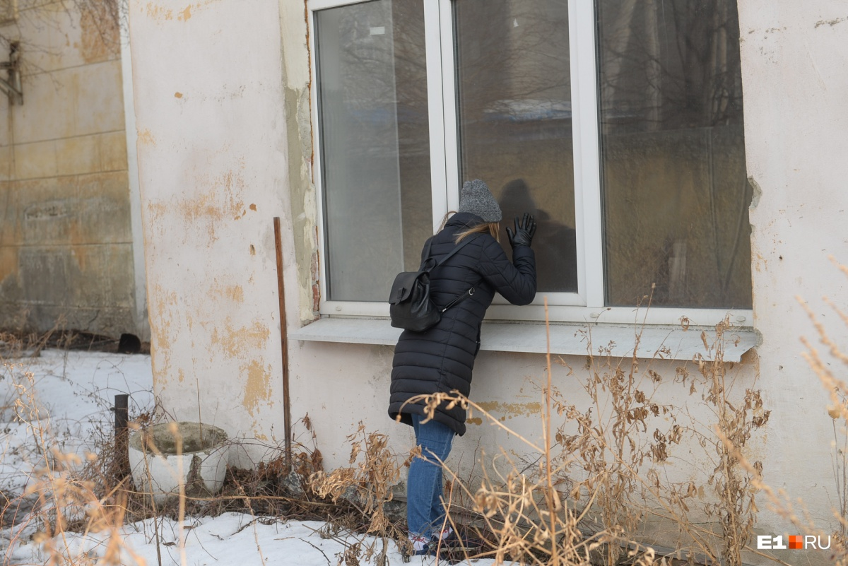 Заглядываем в окна — в здании пустота