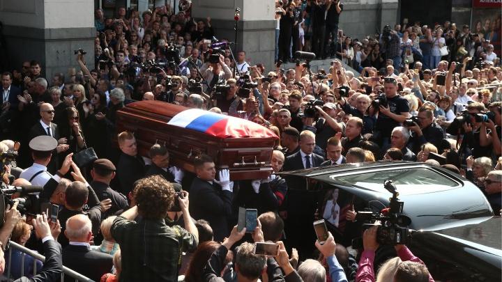 Пришли Путин и Медведев: в Москве тысячи людей простились с Иосифом Кобзоном