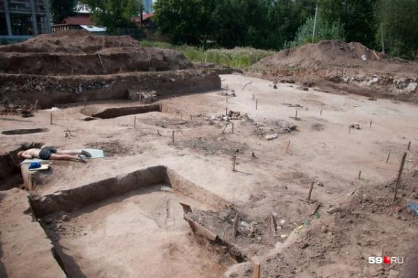 В 2013 году выяснилось, что на этом участке расположено кладбище строителей и первых жителей Перми