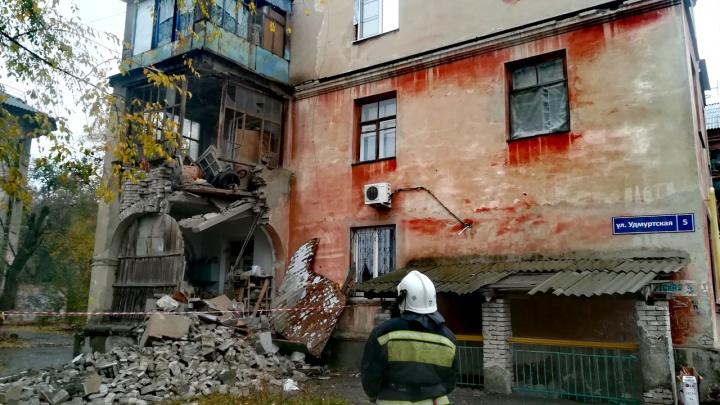 «У нас весь дом на стяжках»: на юге Волгограда обвалилась часть трехэтажного жилого дома