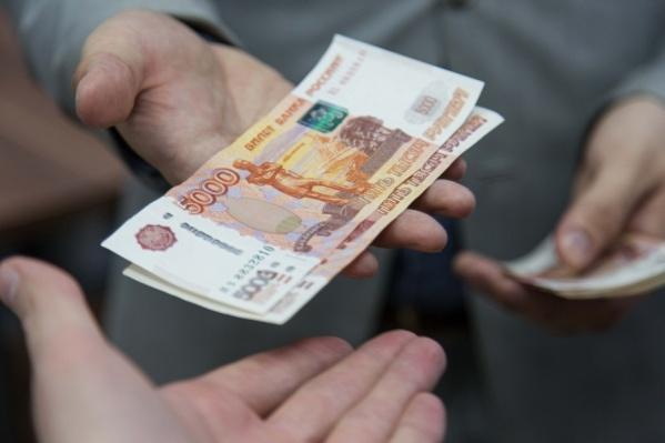 Инспектора задержали при получении денег