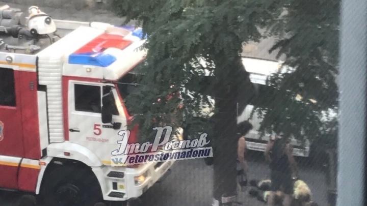 В Ростове машина сбила пожарного, который переходил дорогу