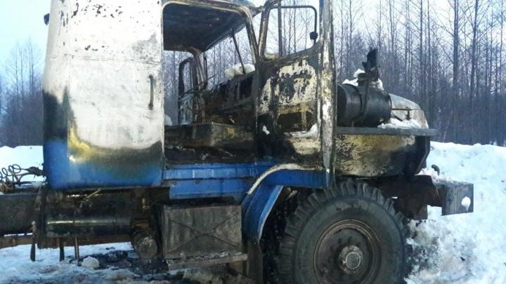 В Башкирии водитель обгорел, пока тушил грузовик