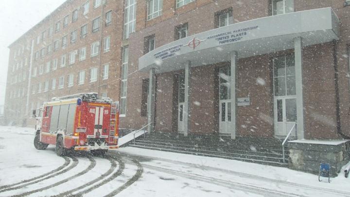 На Эльмаше из-за пожара в офисном здании погиб человек