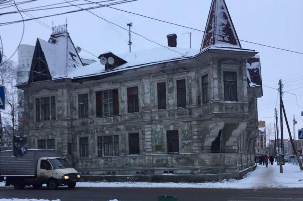 Особняк Калинина — один из красивейших исторических домов, сохранившихся в Архангельске. Правда, без реставрации он обветшал