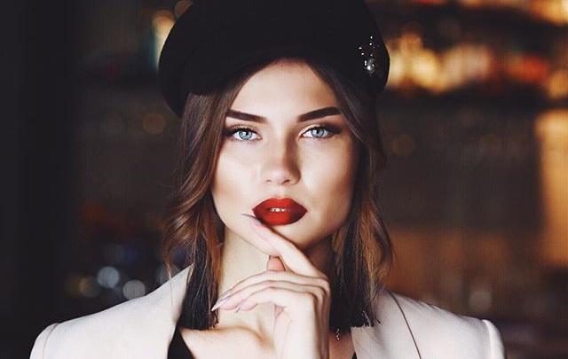 Красавица-маркетолог из Новосибирска стала «Мисс офис 2019» и выиграла 2 млн рублей