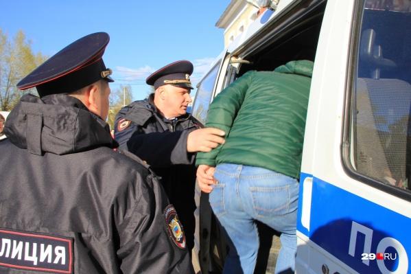 Задержания и штрафы после акции 7 апреля продолжаются до сих пор. На согласованном митинге 19 апреля задержали семерых человек