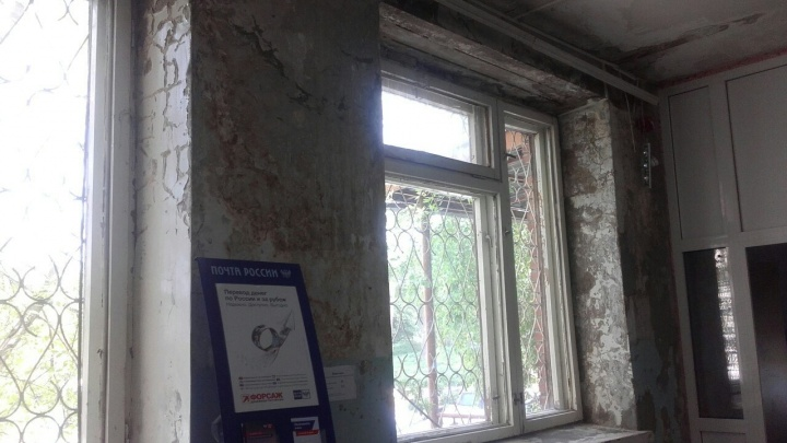 На Лазо жители обратили внимание на «почтовое отделение как после бомбежки»