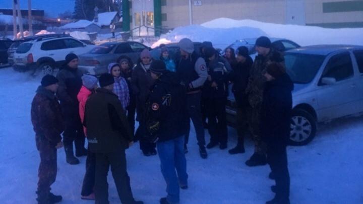 Более 200 человек вторые сутки ищут сибирячку, которая поехала продавать машину и пропала