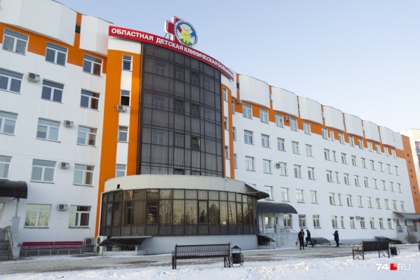 По задумке детский хирургический центр должны соединить с основным зданием больницы и другими корпусами тёплыми переходами