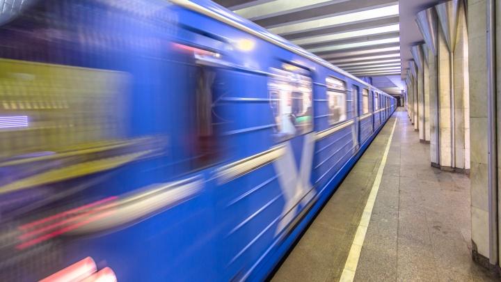 В самарском метро мужчина упал на рельсы перед приближающимся поездом