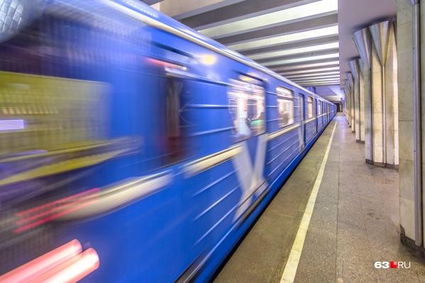 Машинист поезда применил экстренное торможение