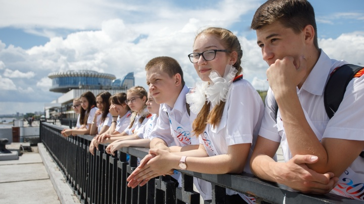 «Мы молодые, зачем тратить здесь время»: выпускники массово бегут из Волгограда