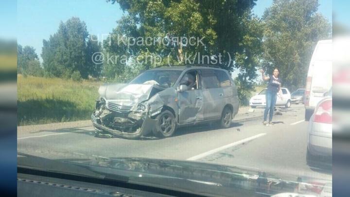 ВАЗ вытолкнули на встречную полосу под удар «Тойоты»: пассажир погиб на месте