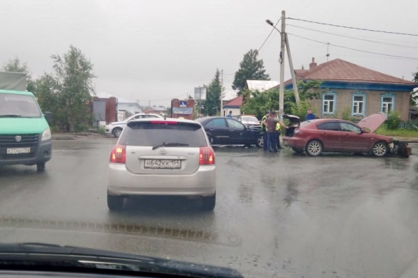 Столкновение на опасном перекресткеулицы Фадеева и Рекордного переулка
