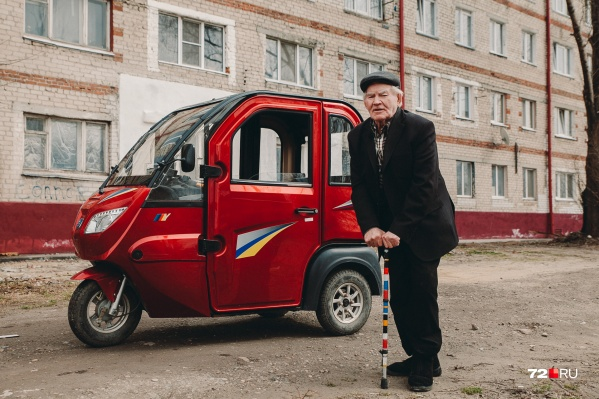 Алексею Яковлевичу— 83 года