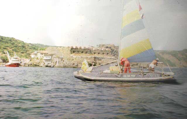 На одном катамаране плыли четыре человека