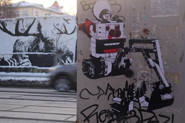 Стрит-арт находится рядом с забором, который начали сносить в ноябре. Там тоже были граффити художникаFfchw