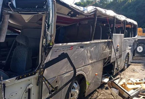 Момент аварии с автобусом на трассе под Новороссийском, где погибли челябинцы, попал на видео