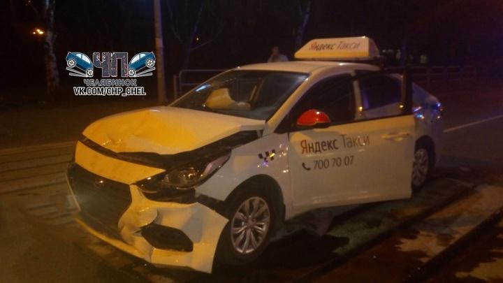 В аварии на северо-западе Челябинска пострадала пассажирка «Яндекс.Такси»