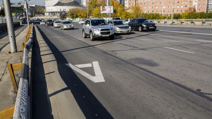 На улице Кирова закрасили выделенные полосы для автобусов
