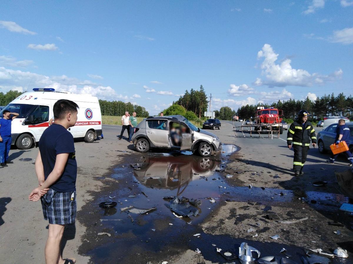 От удара пожилой мужчина и его спутница в «Рено» погибли на месте ДТП