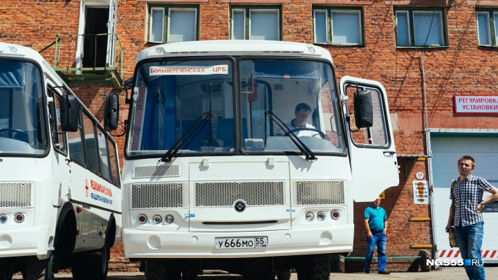 Автобус с гинекологическим креслом: в сёла Омской области отправили новые передвижные ФАПы